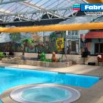Tekstilindblæsning installeret i poolområdet i ferieparken Blauwe Meer i Lommel, Belgien